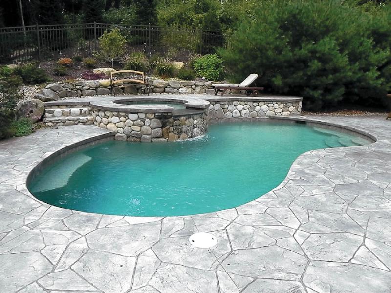 Bê tông áp khuôn trong ứng dụng sàn hồ bơi