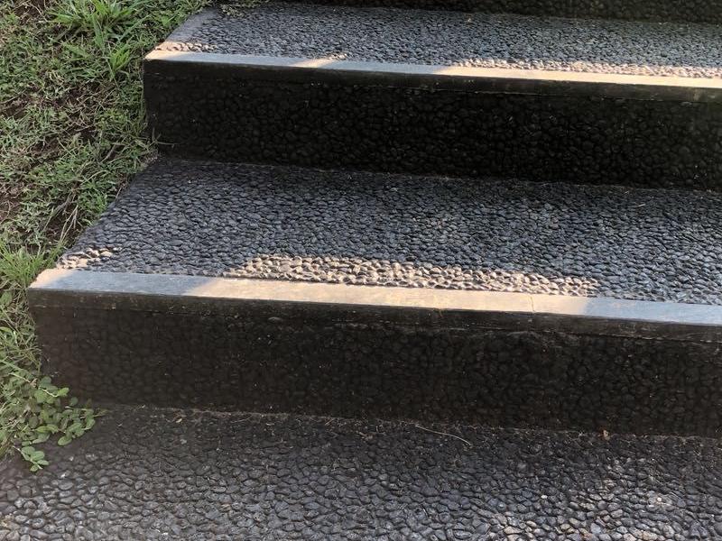 Bê tông đá rửa có bề mặt nhám có khả năng chống trượt cao