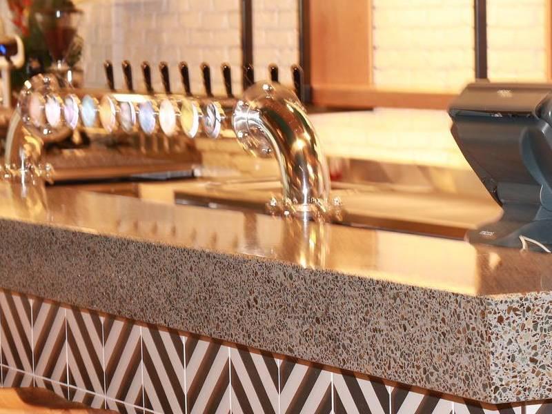 Thiết kế bar lạ mắt từ việc sử dụng vật liệu terrazzo