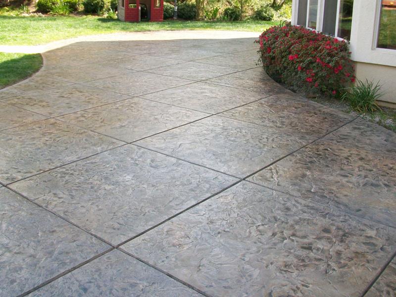 Ứng dụng sàn bê tông áp khuôn cho sân vườn