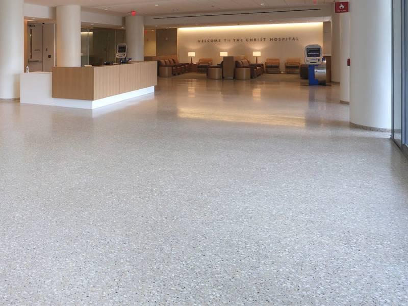 Sàn Terrazzo là một lựa chọn tuyệt vời để tạo ra một không gian tinh tế bên trong sảnh bệnh viện